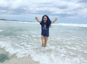 Anna Khuong_CostaRIcaBeachUofAShirt